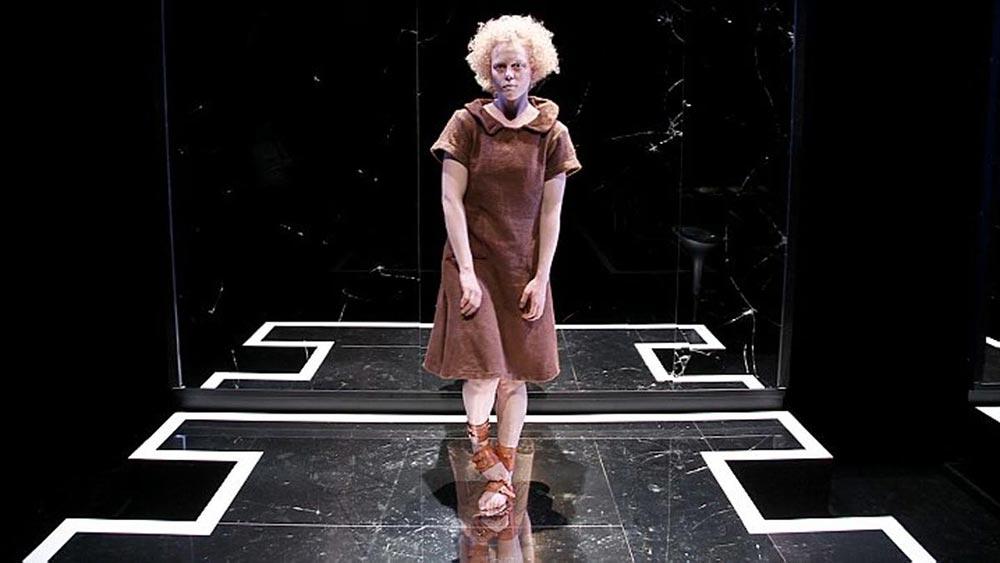 Cilla Back's Portfolio Yvonne theatral show